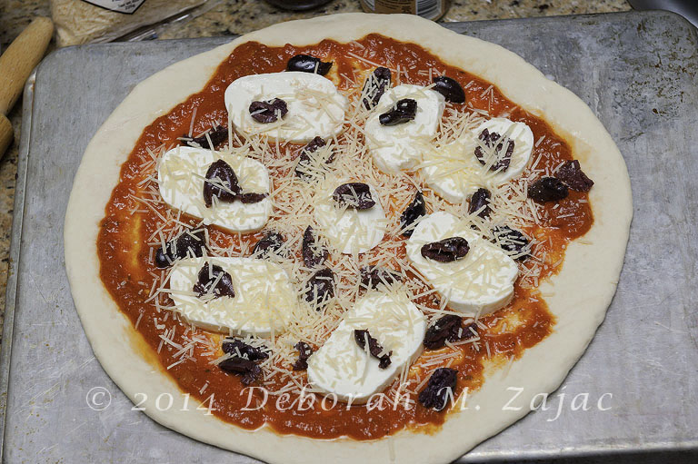 Kalamata Olive and Cheese Pizza_9817