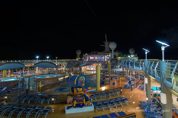 Main Pool and Hot Tubs Deck 11 Navigator of the Seas