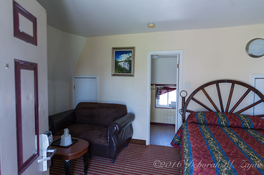 N°16 WigWam Motel Room Interior